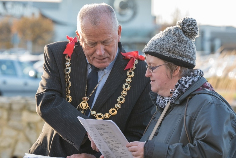 mayor-of-ramsgate-joins-carolling-event-at-westwood-cross